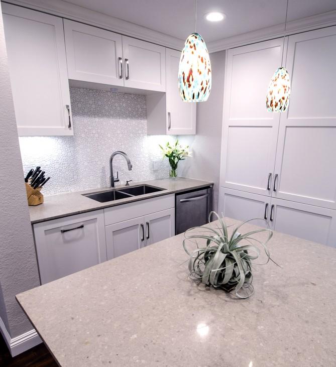 Singer Kitchens: Singer Two Tone Transitional Kitchen • Interior Design